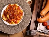 Прясна паста талятели с доматен сос, канела и наденица
